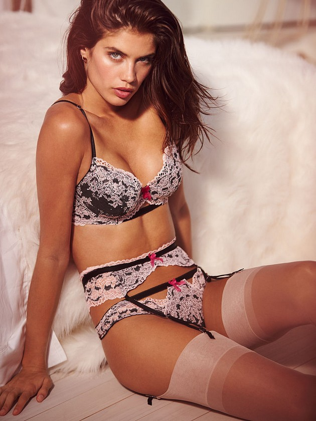 Women-in-Lingerie-1