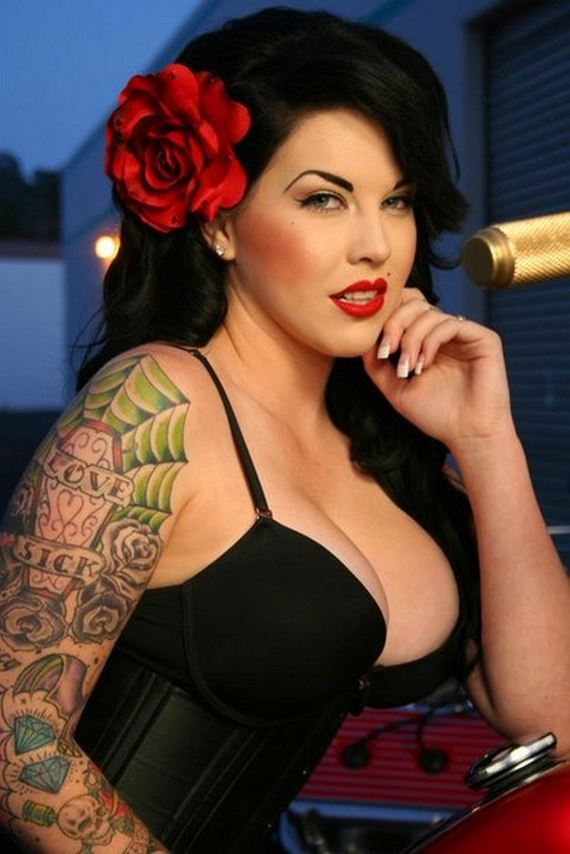 Women-with-Tattoos-2