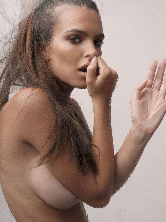 Emily-Ratajkowski-topless