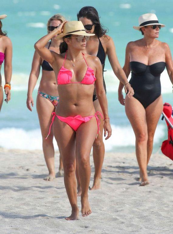Eva-Longoria-in-Pink-Bikini