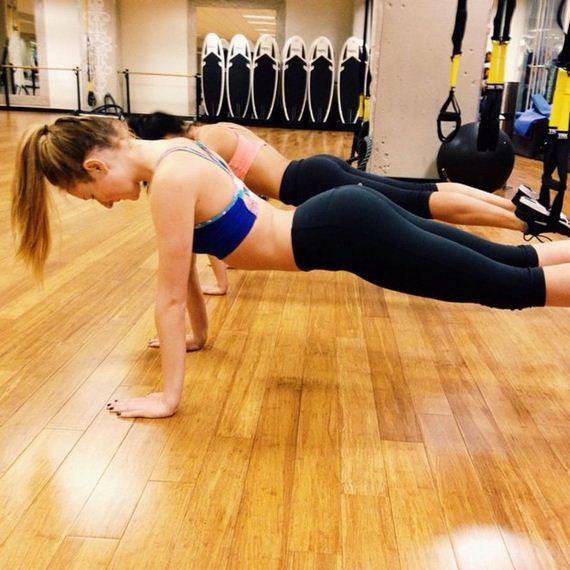 Girls-in-Yoga-Pants-11