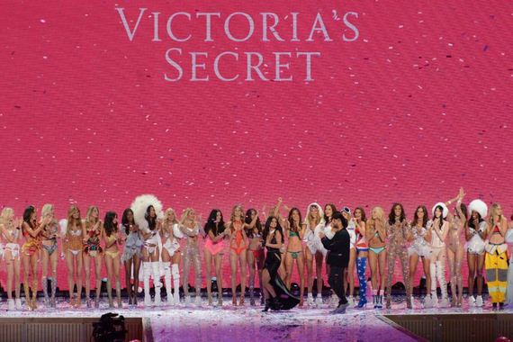victorias-secret-fashion-show-2015