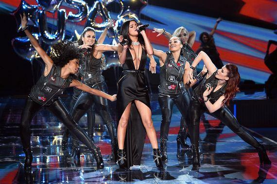 victorias-secret-fashion-show-2015