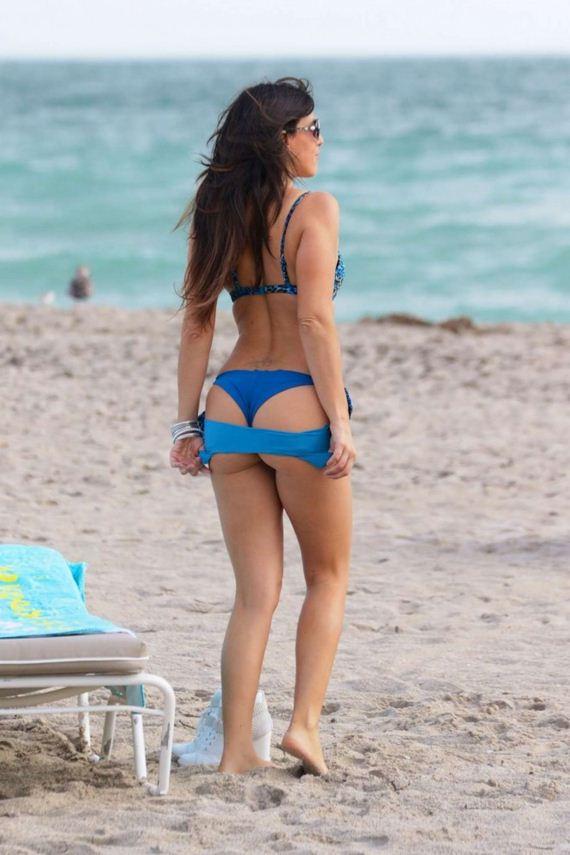Claudia-Romani-in-Blue-Bikini