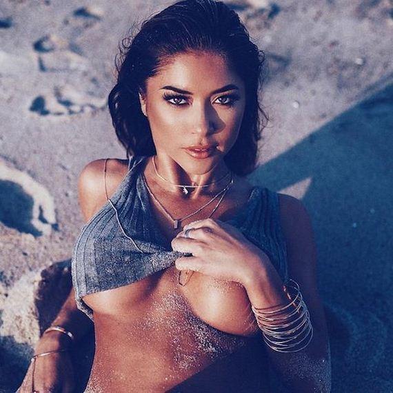 Girls-in-Bikinis-3