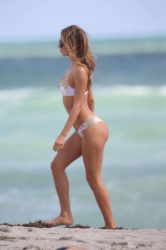 Melissa-Castagnoli-in-Bikini