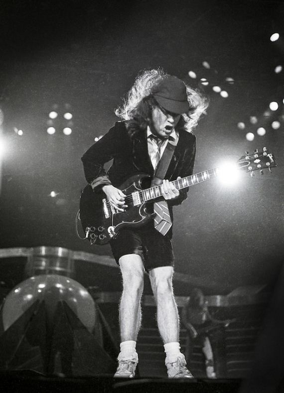 ac dc guitarist angus young steps out to sign autographs. Black Bedroom Furniture Sets. Home Design Ideas