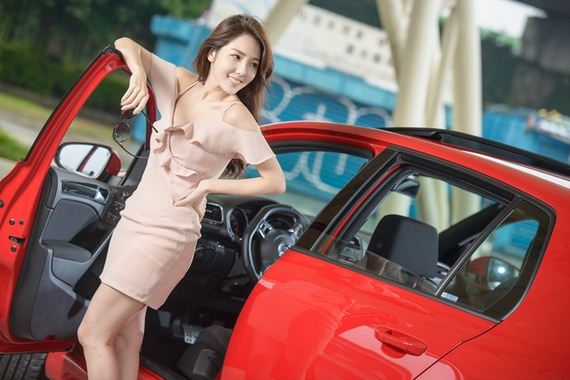 Girls-with-Cars-1