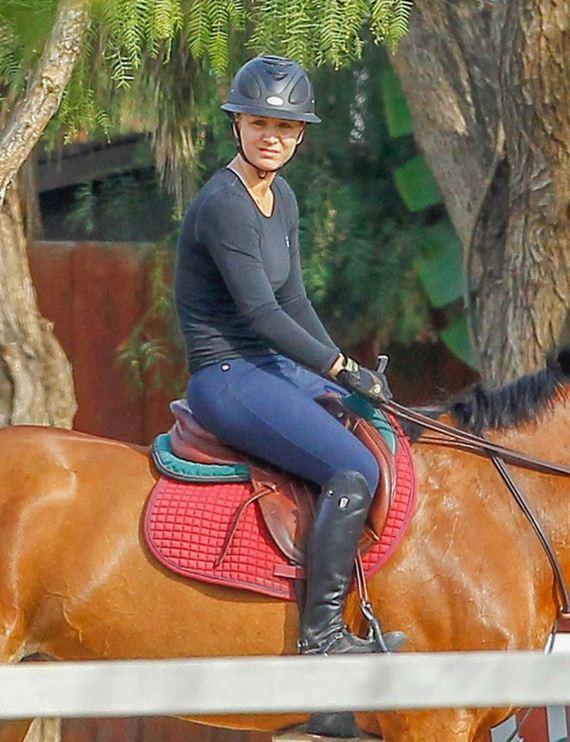 Kaley-Cuoco-Horse