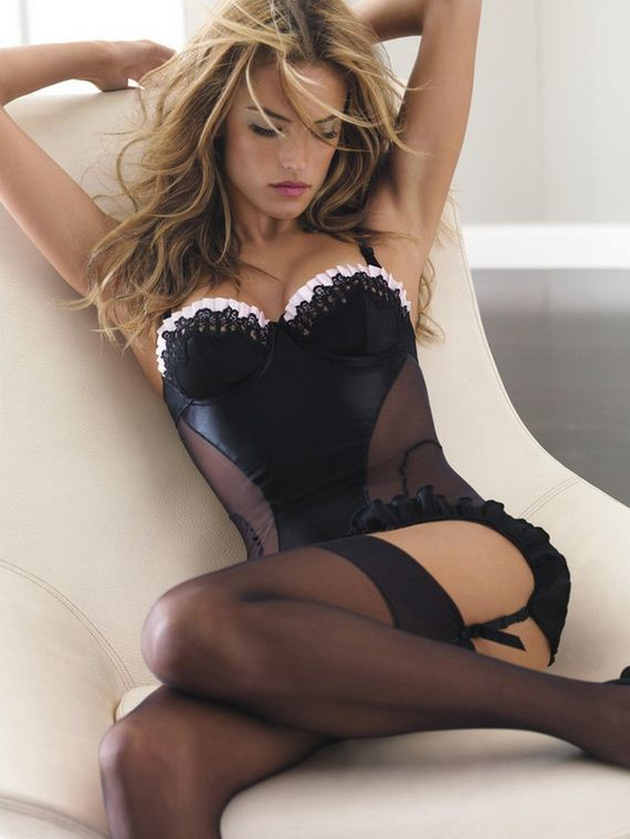 Women-in-Lingerie