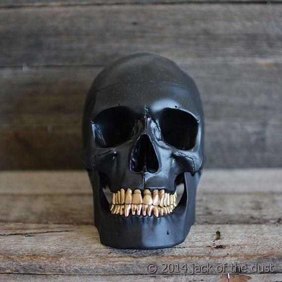 artist-uses-skulls