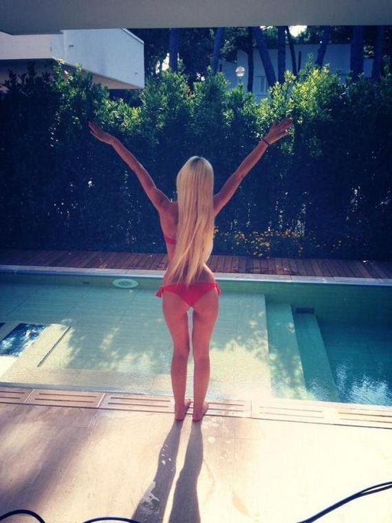 Girls-in-Bikinis-3-21