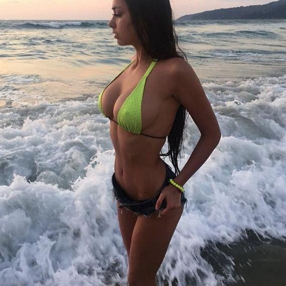Girls-in-Bikinis-4-13