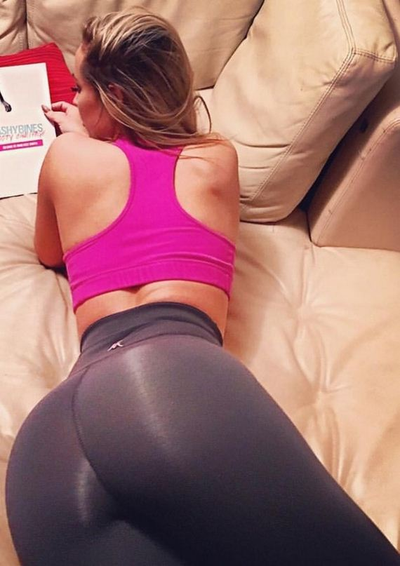 Girls-in-Yoga-Pant-6-3