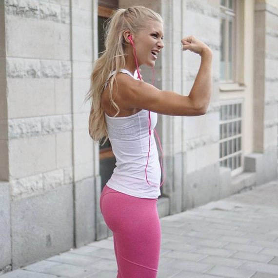 Girls-in-Yoga-Pants-6-15