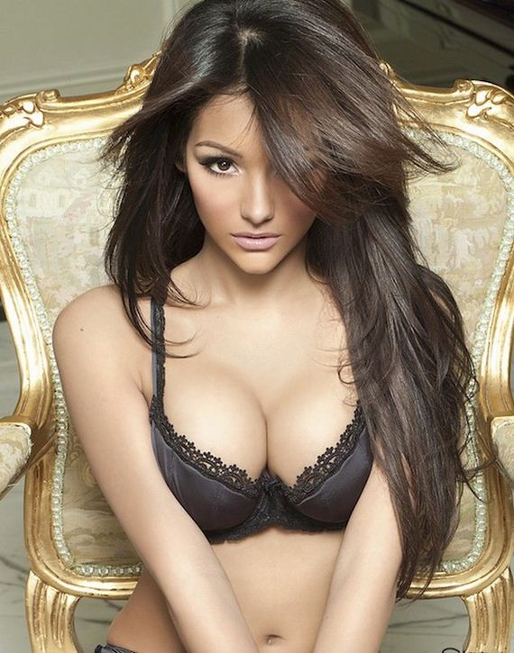Women-in-Lingerie-3-24