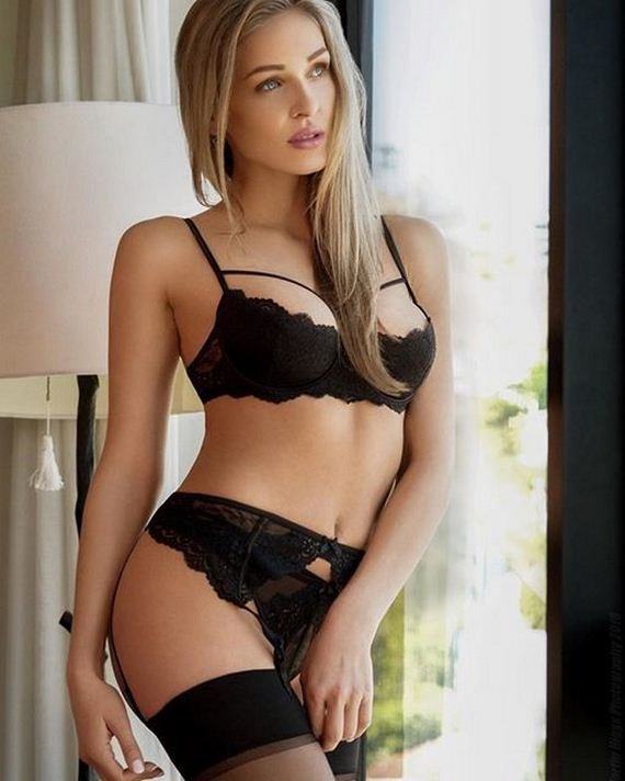 Women-in-Lingerie-4-11