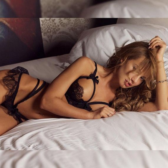 Women-in-Lingerie-4-27