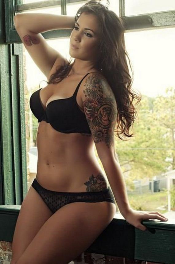 Women-with-Tattoos-3-14