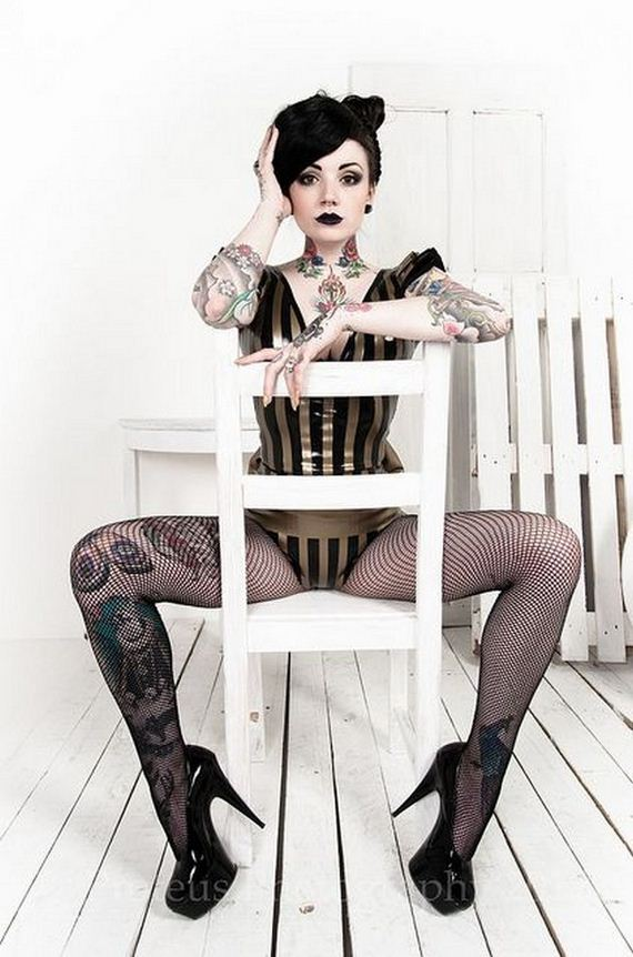 Women-with-Tattoos-4-6
