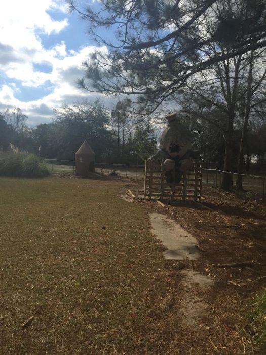 abandoned_playground_mini_golf
