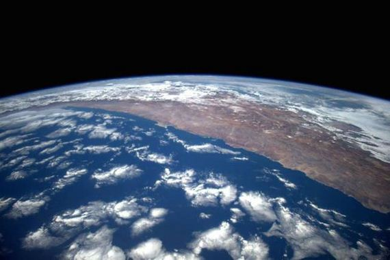astronaut_takes_stunning_photos_from_space