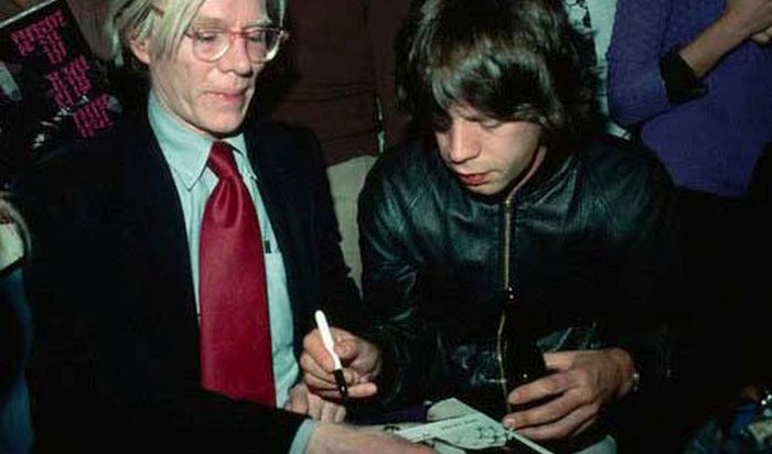celebrities_signing_autographs