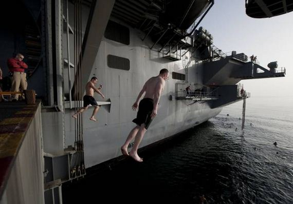 navy_diving_from_ships