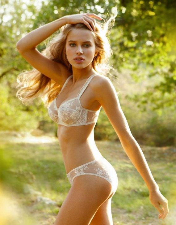 Women-in-Lingerie-10-5