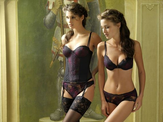 Women-in-Lingerie-7-11