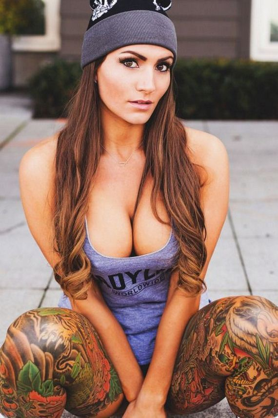 Women-with-Tattoos-8-5