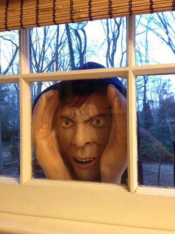 halloween_decoration_scary_peeper