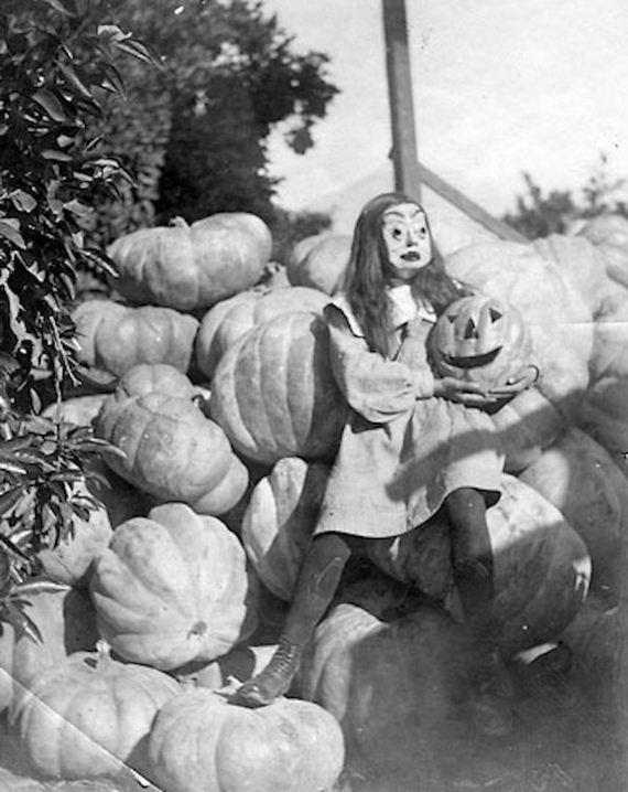 nightmarish-vintage-halloween-costumes