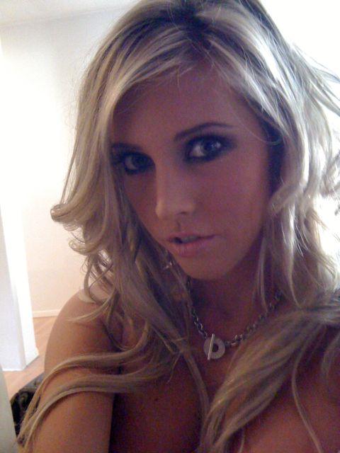 Blonde Samantha Saint zahlt Ihr Miete Wohnung mit Ihren atemberaubenden Körper