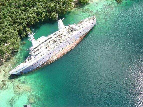02-abandoned-cruise-ship-world-discoverer