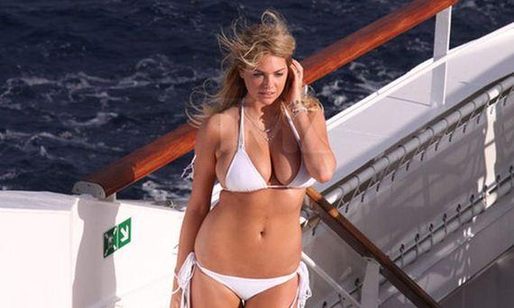 03-kate-upton-in-bikini-for-antarctic-photo