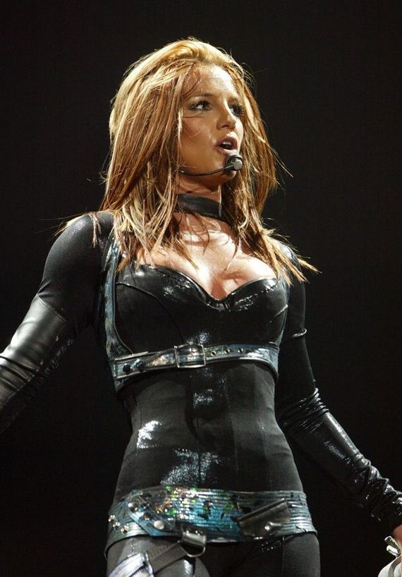 05-britneys_hot_new_look_640