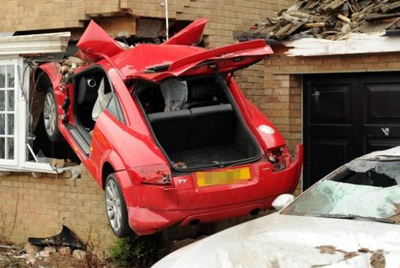 03-crashing_audi_tt_house