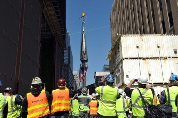 03-the_final_piece_of_one_world_trade_center_has_been_lifted