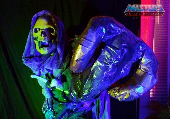 08-awesome_black_light_glowing_skeletor_costume