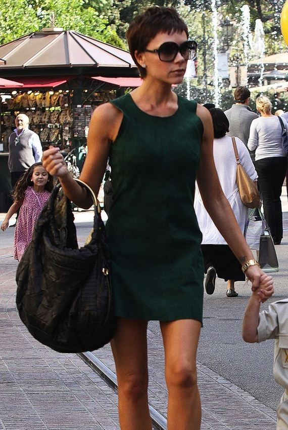 20-Victoria-Beckhams-Gigantic-Bags