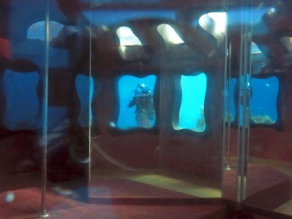 07-abandoned_underwater_strip_club
