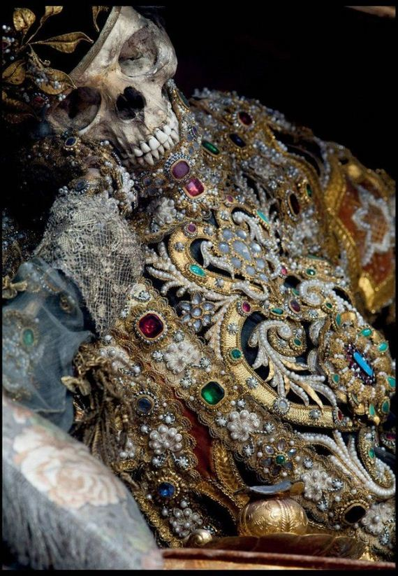 02-400_year_old_jewel_encrusted_skeletons_unearthed_across_europe