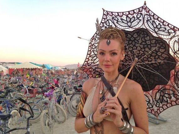 13-the_cool_and_creative_costumes_seen_at_burning_man_this