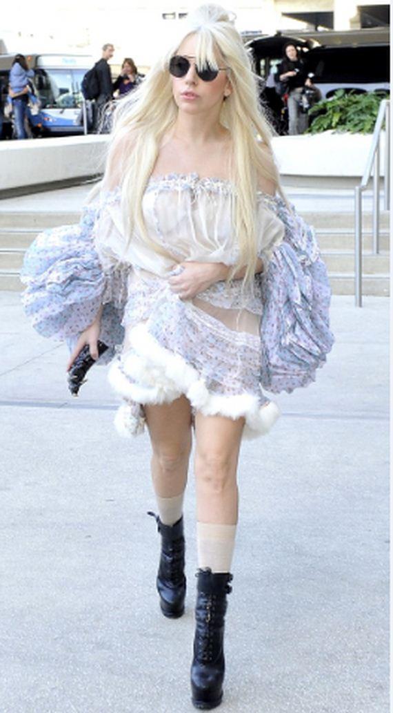 03-Lady-Gaga-Walked-Around