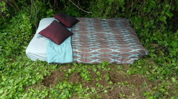 06-extreme_makeover_sx_mattress_in_the_middle_of_the_woods_edition