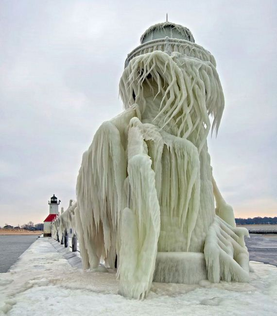 08-frozen_lighthouse_st_joseph_north_pier_lake_michigan