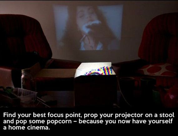 11-cool_smartphone_projector_cheap