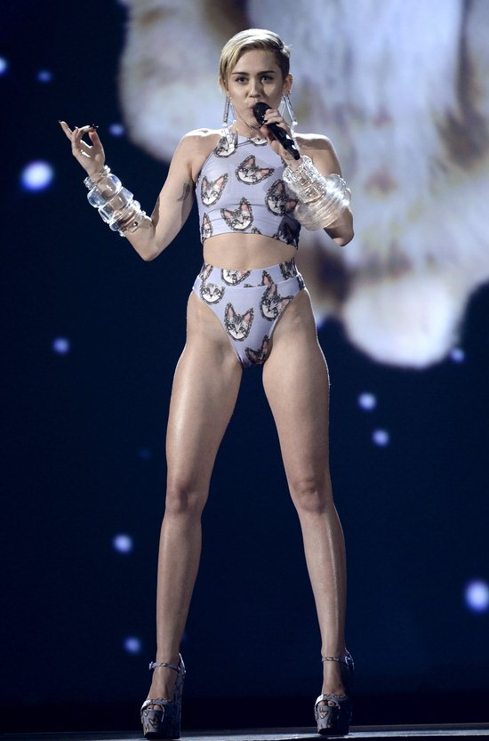 06-Miley-Cyrus-Feet