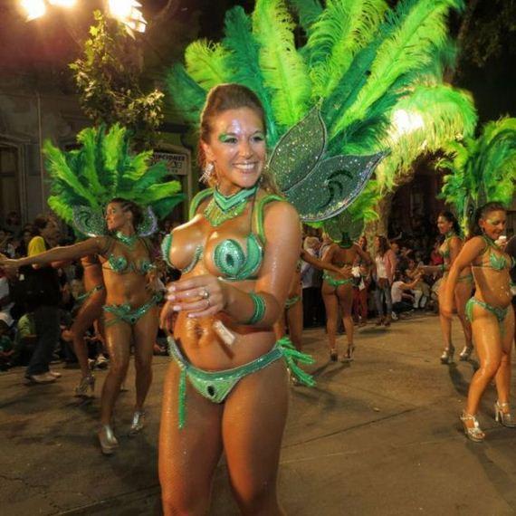 06-uruguays_montevideo_street_carnival